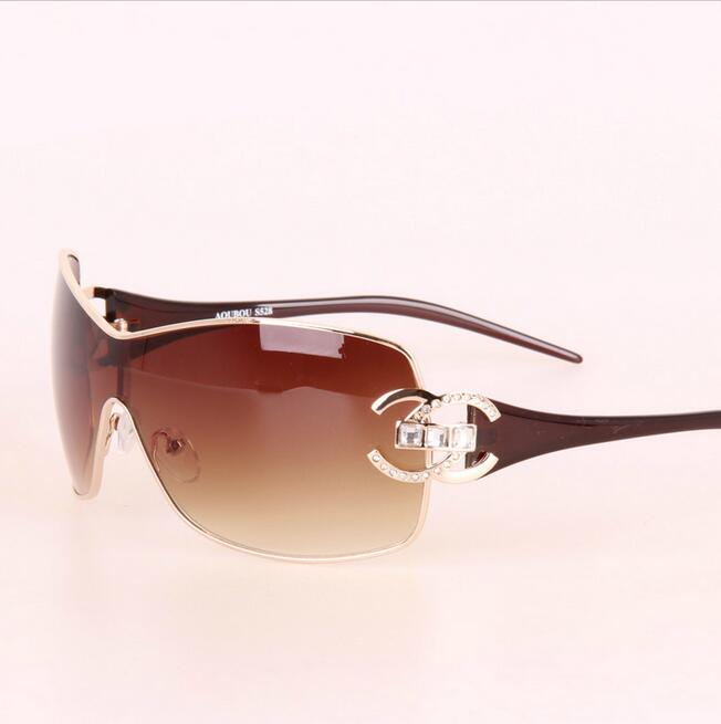 2017 Italie Surdimensionné lunettes de Soleil Femmes Marque Designer  Diamant Grand Cadre Lunettes de Soleil Pour Femmes Or Rétro Femme Sunnies  Shades c94561f99d2f