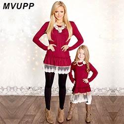 026be25bb3084 Maman et Moi Mode Robes De Noël mère fille robes Dentelle Patchwork Rouge  Solide manches longues Famille Correspondant Vêtements maman