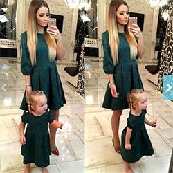 b712e4aff7ca1 Mère fille robes De Mode Famille Correspondant Tenues Mince Mère et fille  vêtements vert Moitié Manches robe De Noël MVUPP